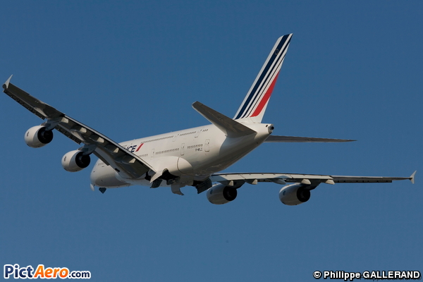 Airbus A380 8122710