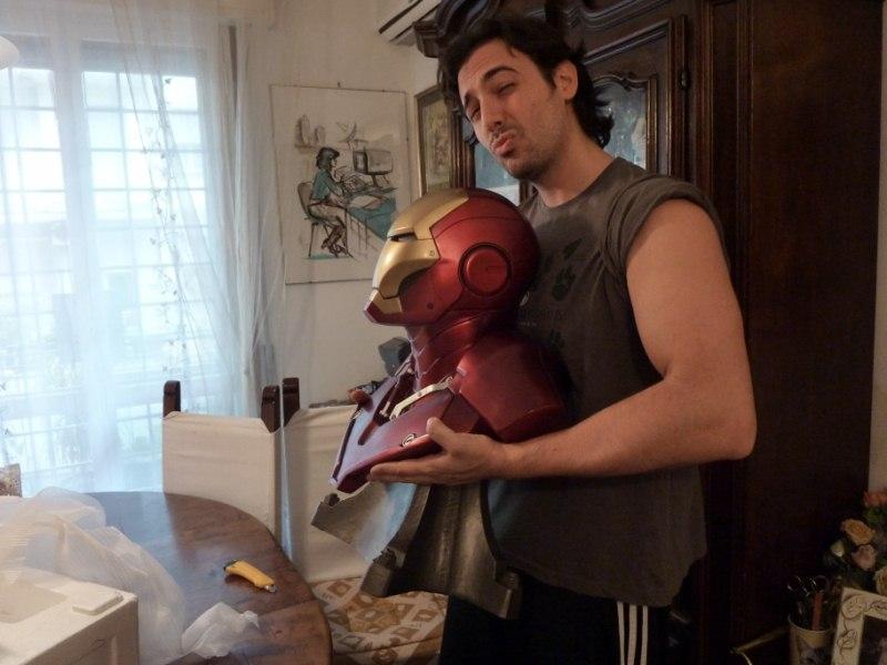 follia: iron man 1:1 scale from sideshow (quel ragazzo ha dei problemi) P1000412