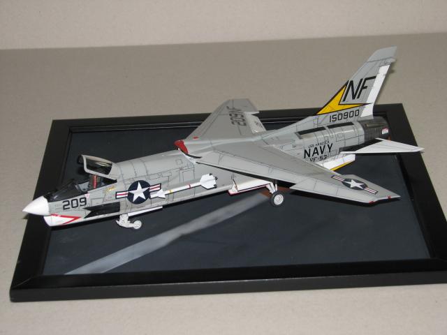 Hasegawa F-8E Crusader Img_2710