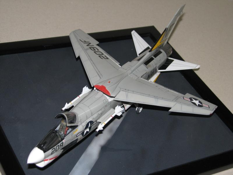 Hasegawa F-8E Crusader Img_2712