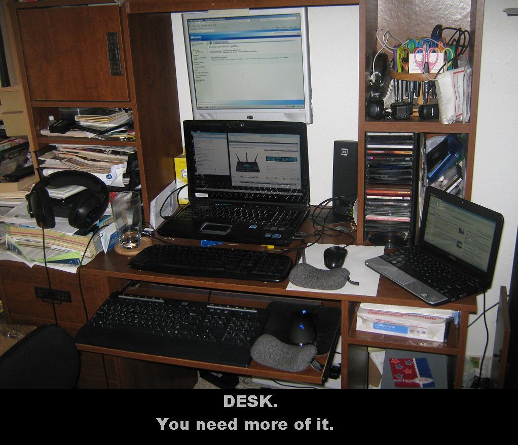 Funny Pics Desk12