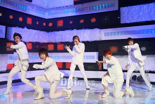 [09.03.10] MTV The M 1fffef11