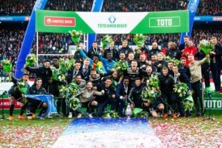 Pays-Bas - Oranje - Page 19 Ajax_w10
