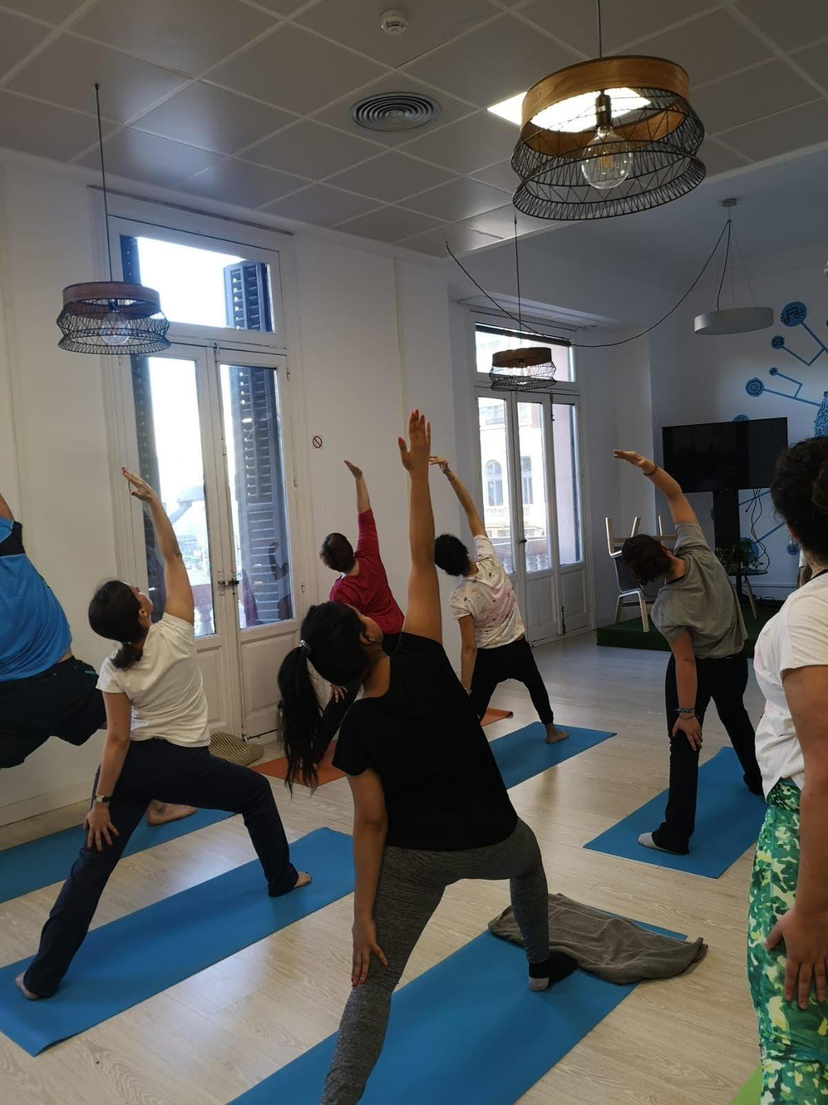 Foto dell'ufficio di Madrid e Londra della Sulake: Yoga e Ciambelle D39ao_10
