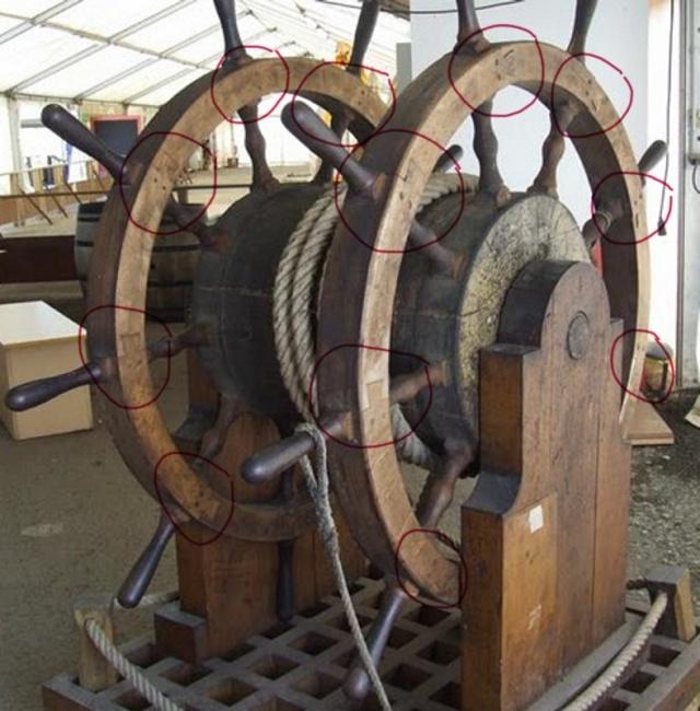 Le double roue du gouvernail A_8210