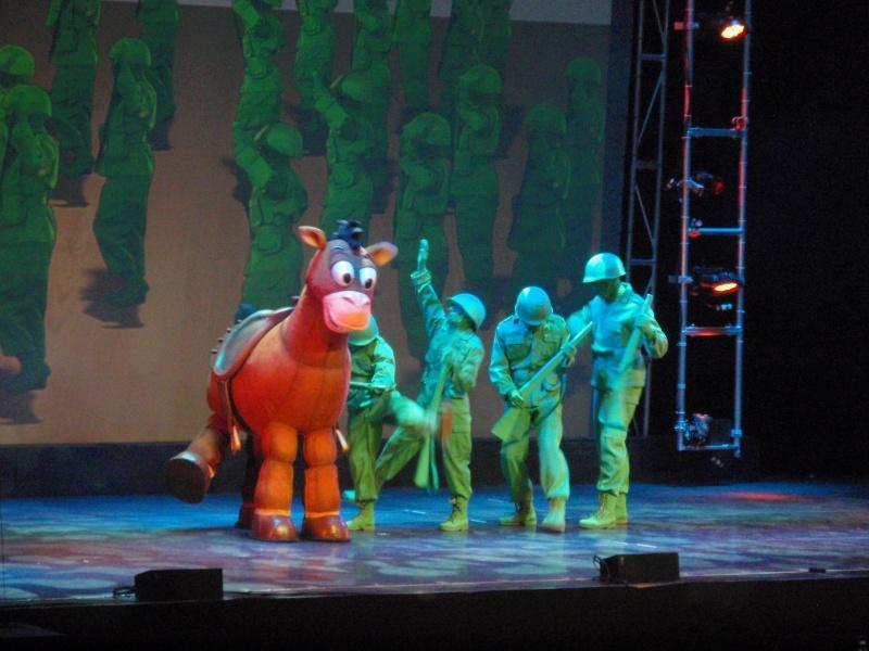 spectacle la bande à mickey - Page 2 Disney22