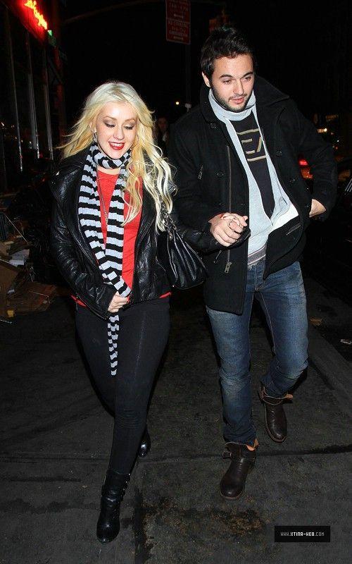 Nov 28, 2010 - Christina Aguilera - In New York City Forum_13