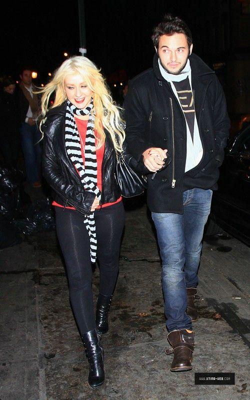 Nov 28, 2010 - Christina Aguilera - In New York City Forum_14