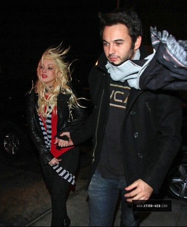 Nov 28, 2010 - Christina Aguilera - In New York City Forum_15