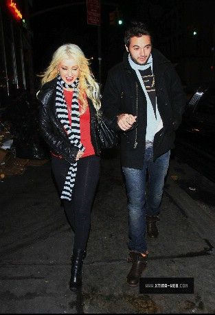 Nov 28, 2010 - Christina Aguilera - In New York City Forum_16