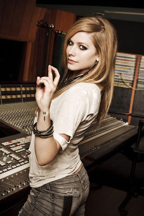 Avril Lavigne - D You Photoshoot 2010 Forum_58