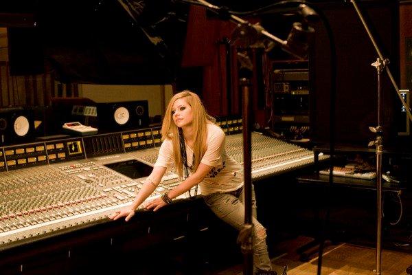 Avril Lavigne - D You Photoshoot 2010 Forum_61