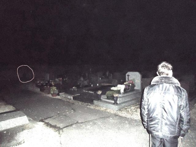 enquete dans un cimetière (photo 11136410