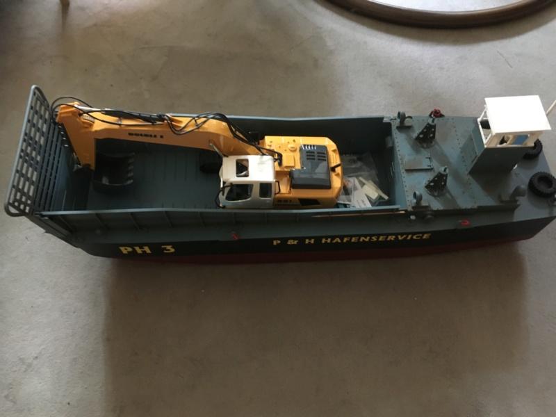 Schwerter zu Pflugscharen - aus Landungsboot wird Arbeitsboot Foto_213