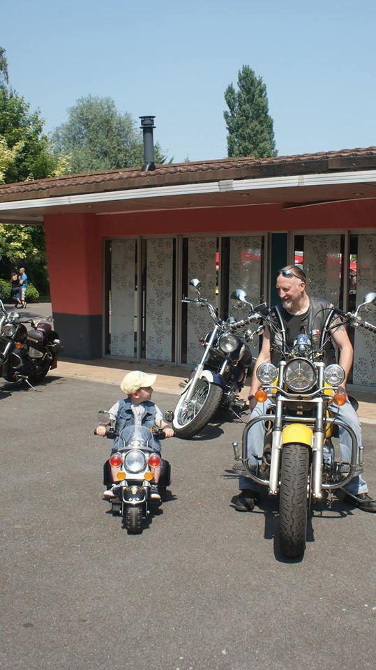 Biker et fier de l'être - Page 13 10398410
