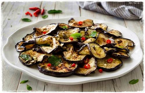 Melanzane marinate con capperi e peperoncino 15305410