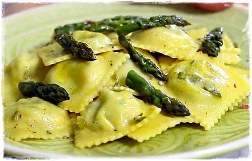 Ravioloni con asparagi e formaggio Raviol13