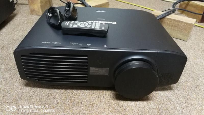 Panasonic PT-AE7000 3D projector  Img_2010