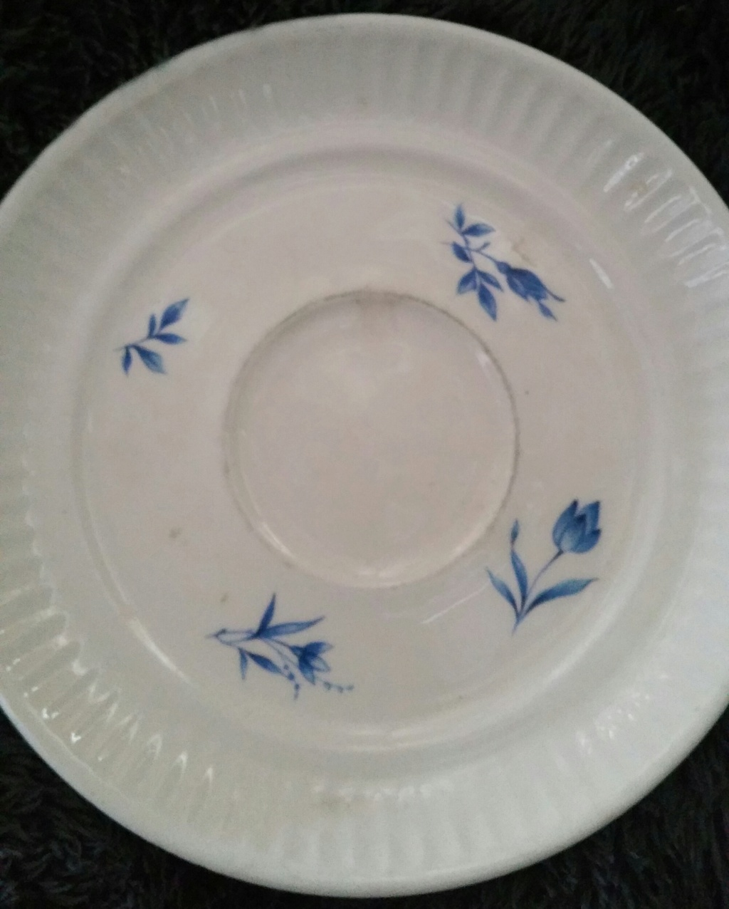 Blue flowers small on fluted saucer 20180935