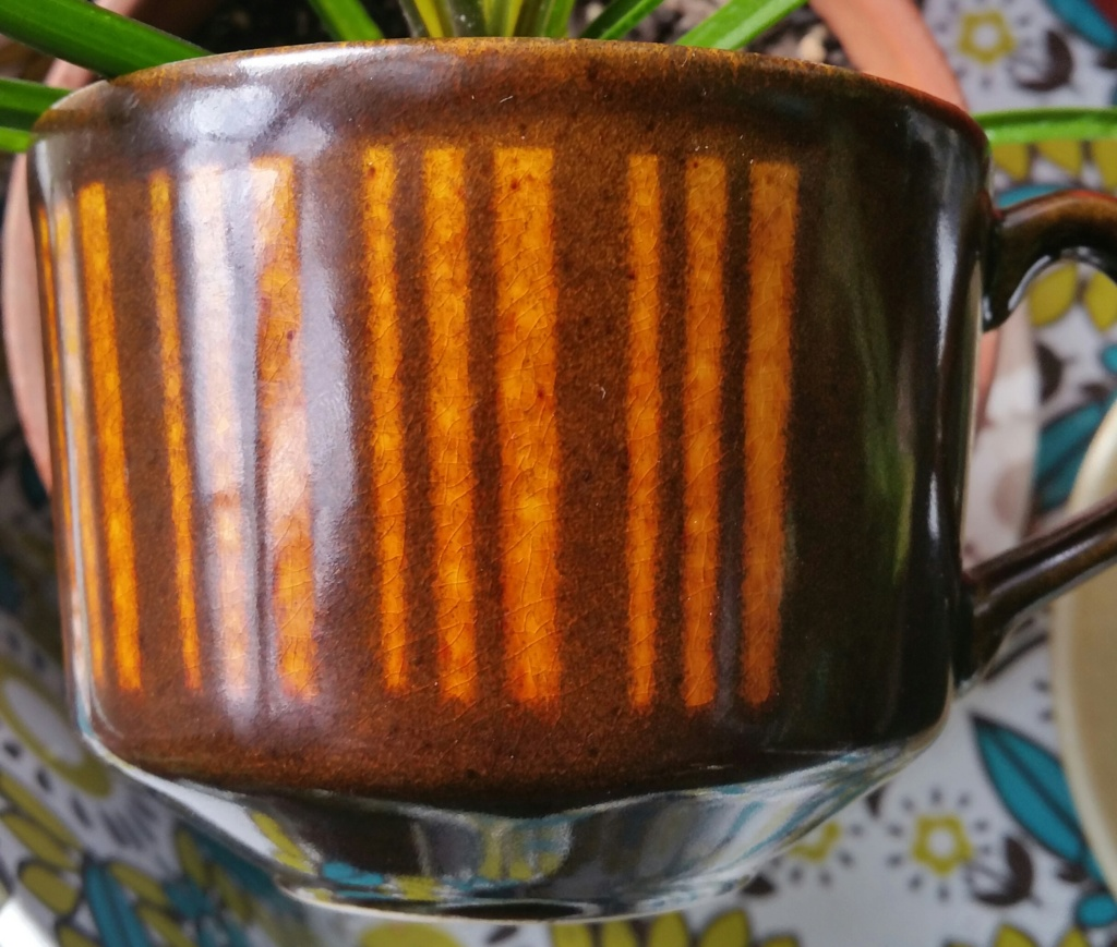 Vertical lines on brown glaze 20200610