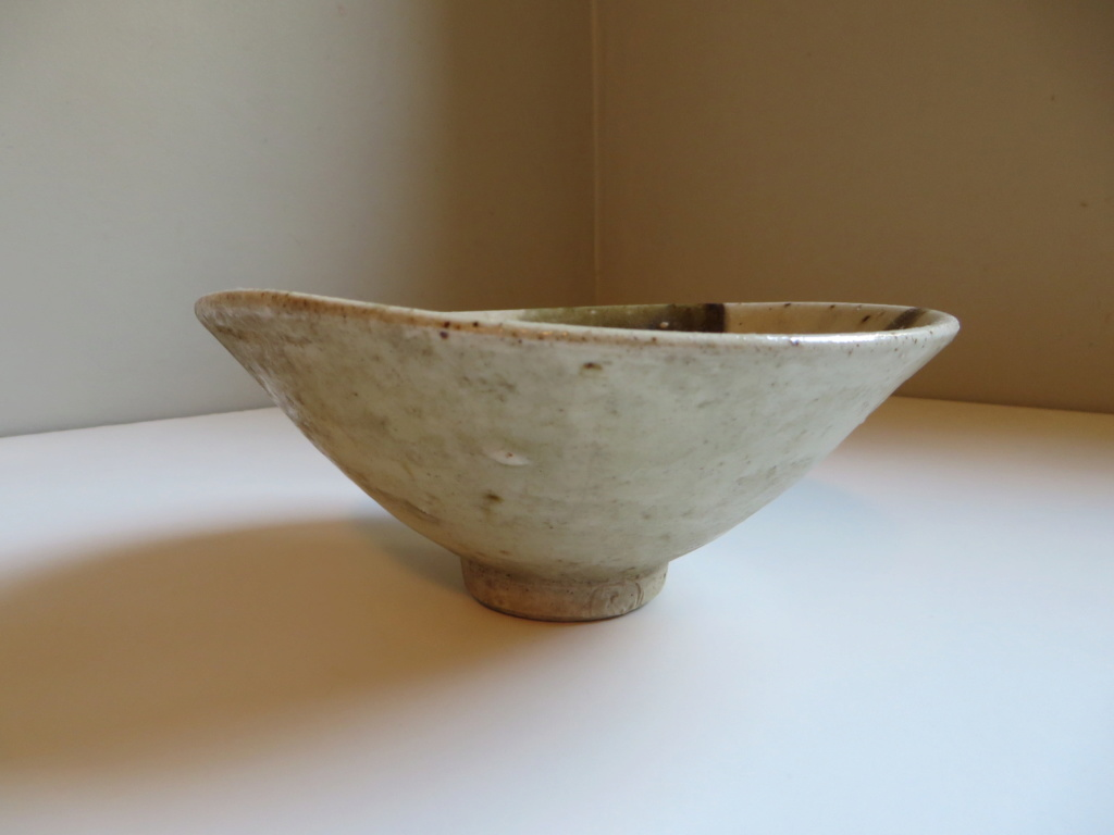 Small stoneware footed bowl with Tw or Jw mark Img_9614