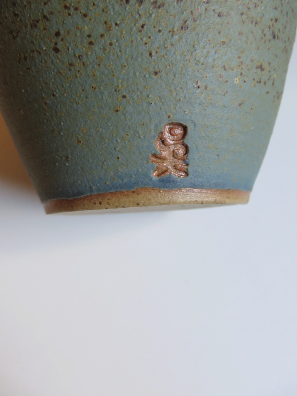 Small bulbous pot with oriental style mark  - Doreen Spears, nee Wu Img_9617