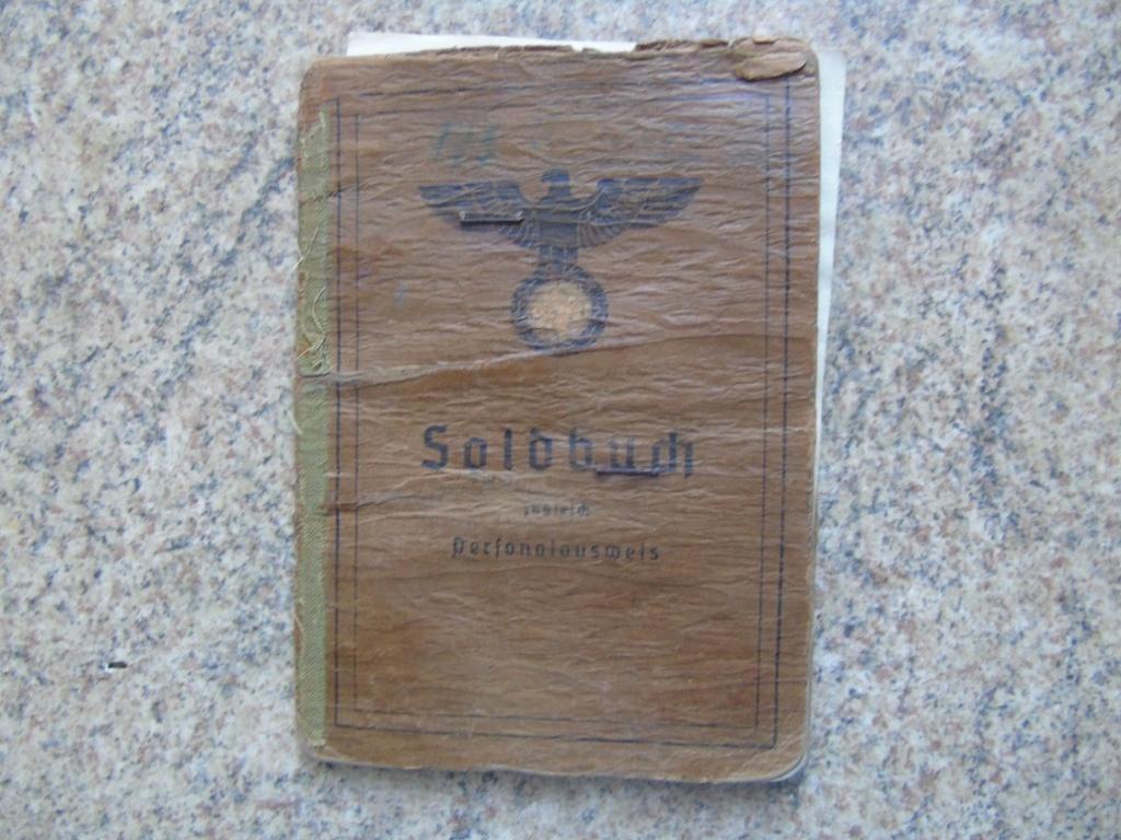 UN SOLDBUCH allemand de 39-45 à TRADUIRE merci Dsc02624