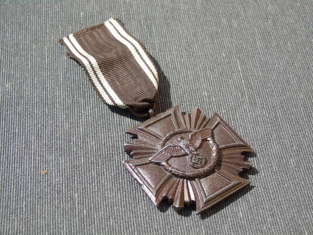 Médaille nsdap dienstauszeichnung En Bronze à identifier Dsc03312