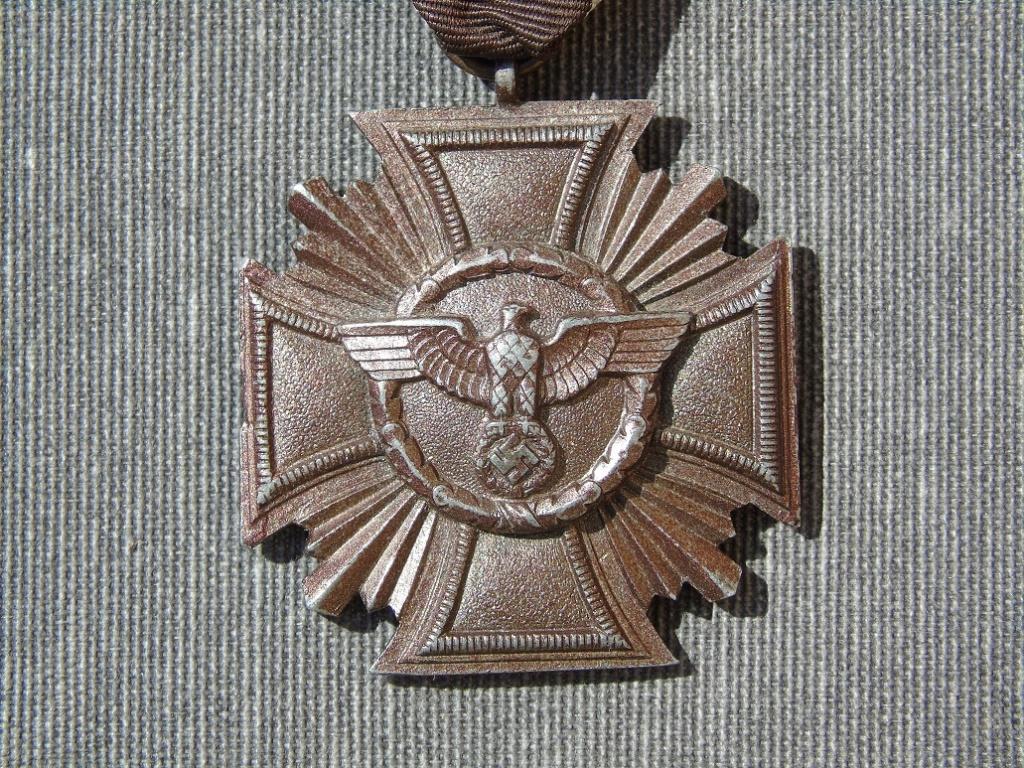 Médaille nsdap dienstauszeichnung En Bronze à identifier Dsc03314