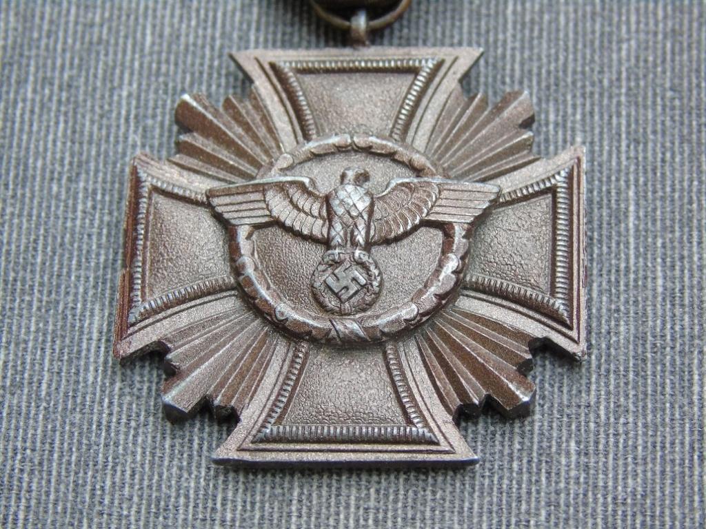Médaille nsdap dienstauszeichnung En Bronze à identifier Dsc03412