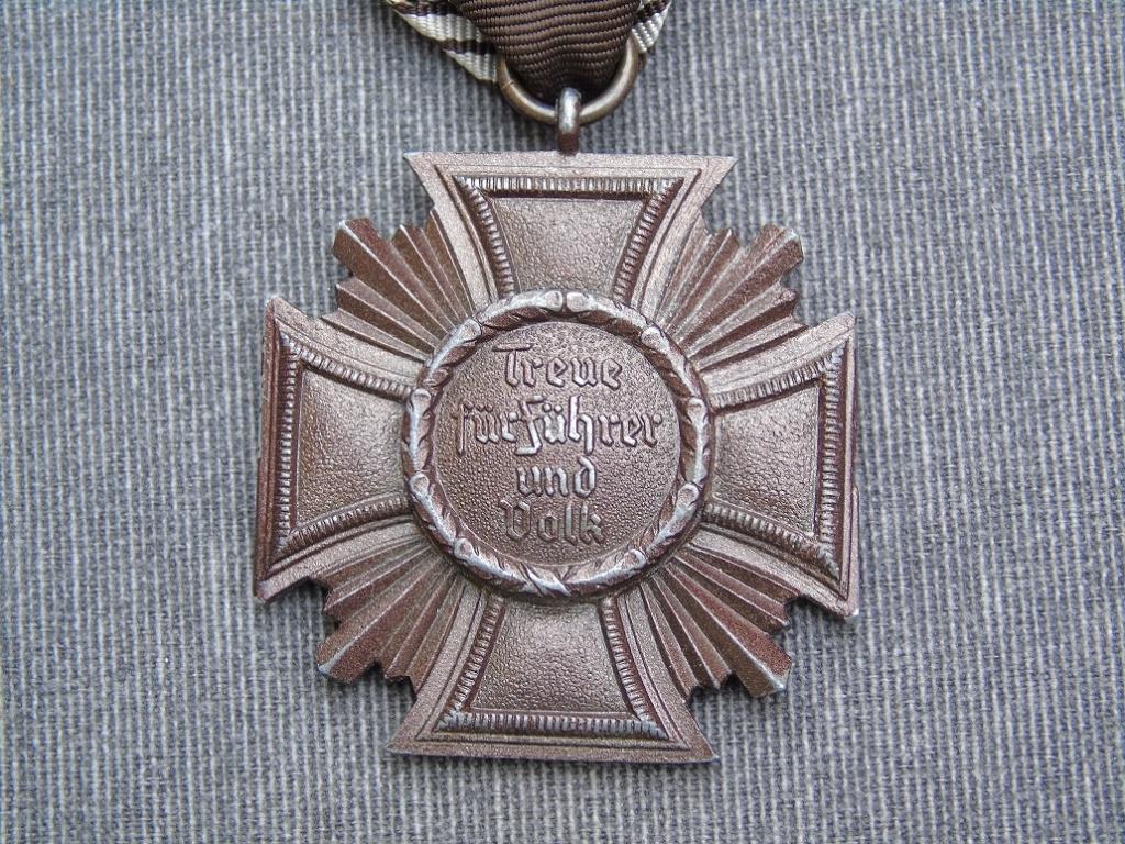 Médaille nsdap dienstauszeichnung En Bronze à identifier Dsc03414