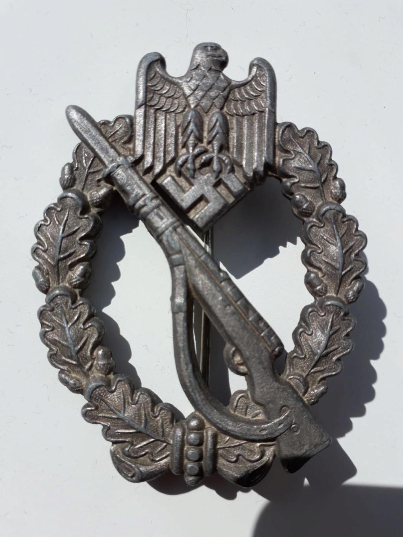Fabricant de 2 badge infanterie  allemand 39 45 a identifier  Img-2026