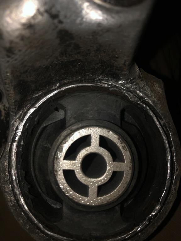"""! Avis support moteur mal """"pressé """" E7c80710"""