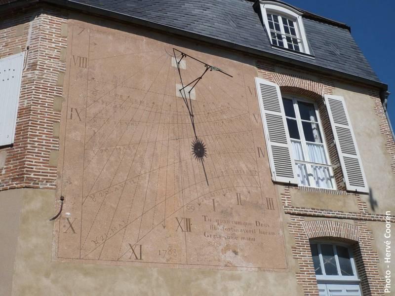 STREET VIEW: Les cadrans solaires en façade. Cadran10