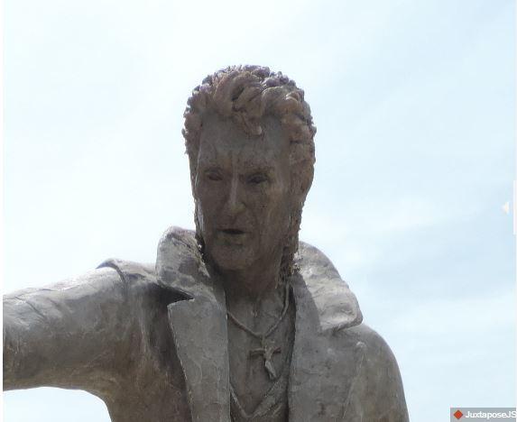 (Bientôt visible dans GE) Les statues de Johnny Halliday. Johnny11