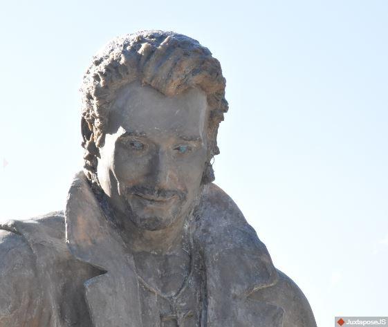 (Bientôt visible dans GE) Les statues de Johnny Halliday. Johnny12