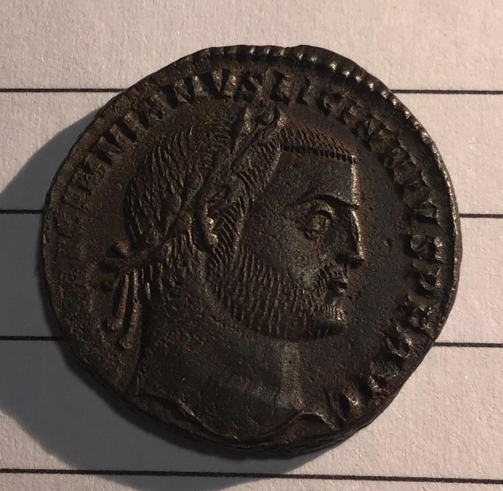 Nummus de Licinio I. IOVI CONSER-VATORI AVGG. Júpiter estante a izq. Cyzicus. 1d218910