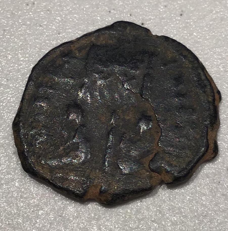 AE3 de Licinio II. VIRTVS EXERCIT. Vexilium con inscripción VOT / XX; a ambos lados, cautivo. 42941710