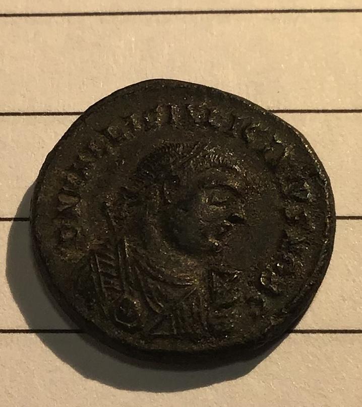Nummus de Licinio II. PROVIDEN-TIAE CAESS. Puerta de campamento de tres torres. Heraclea. 532b0a10