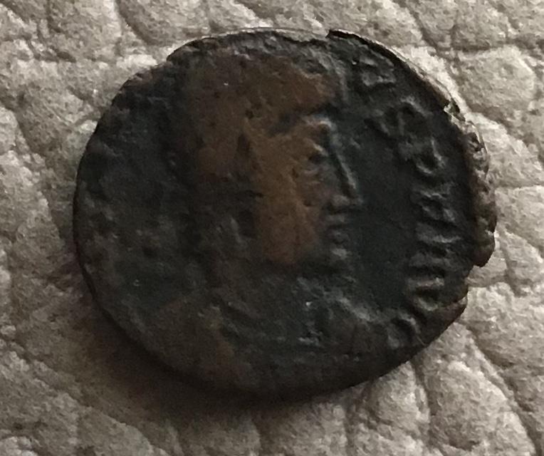 AE4 de Juliano II como augusto. SPES REI - PVBLICE. Emperador estante a dcha. Arles. 67aa1710