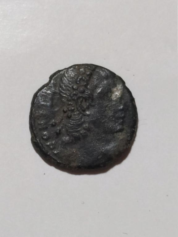 AE4 de Constante I. VOT / XX / MVLT / XXX  dentro de corona. Constantinopolis. 8592aa10