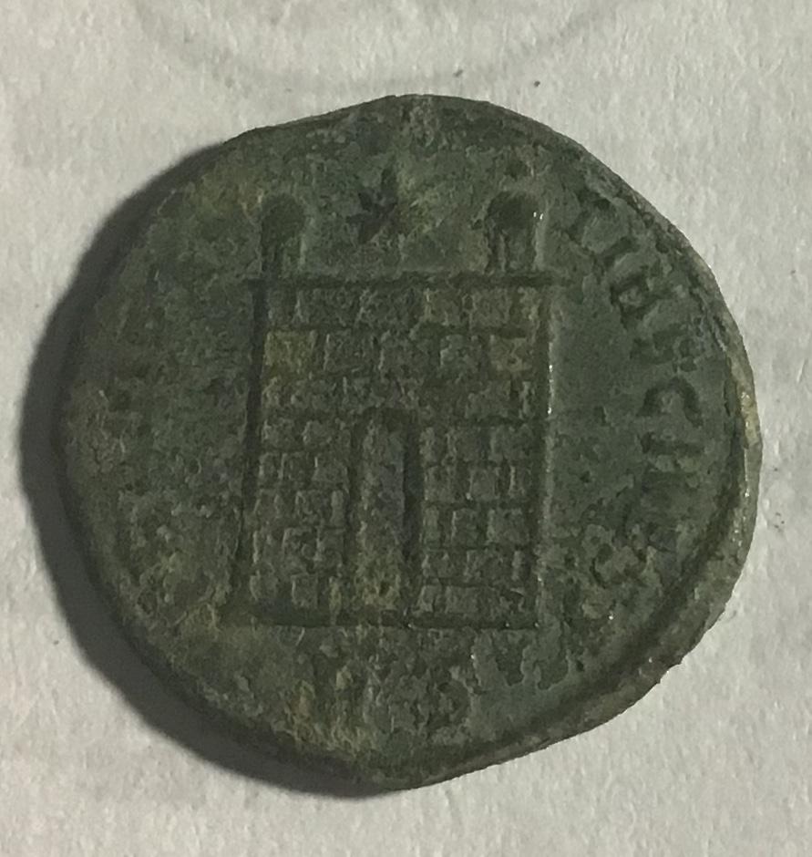 AE3 de Crispo. PROVIDEN-TIAE CAESS. Puerta de campamento de dos torres. Roma. B8fce610