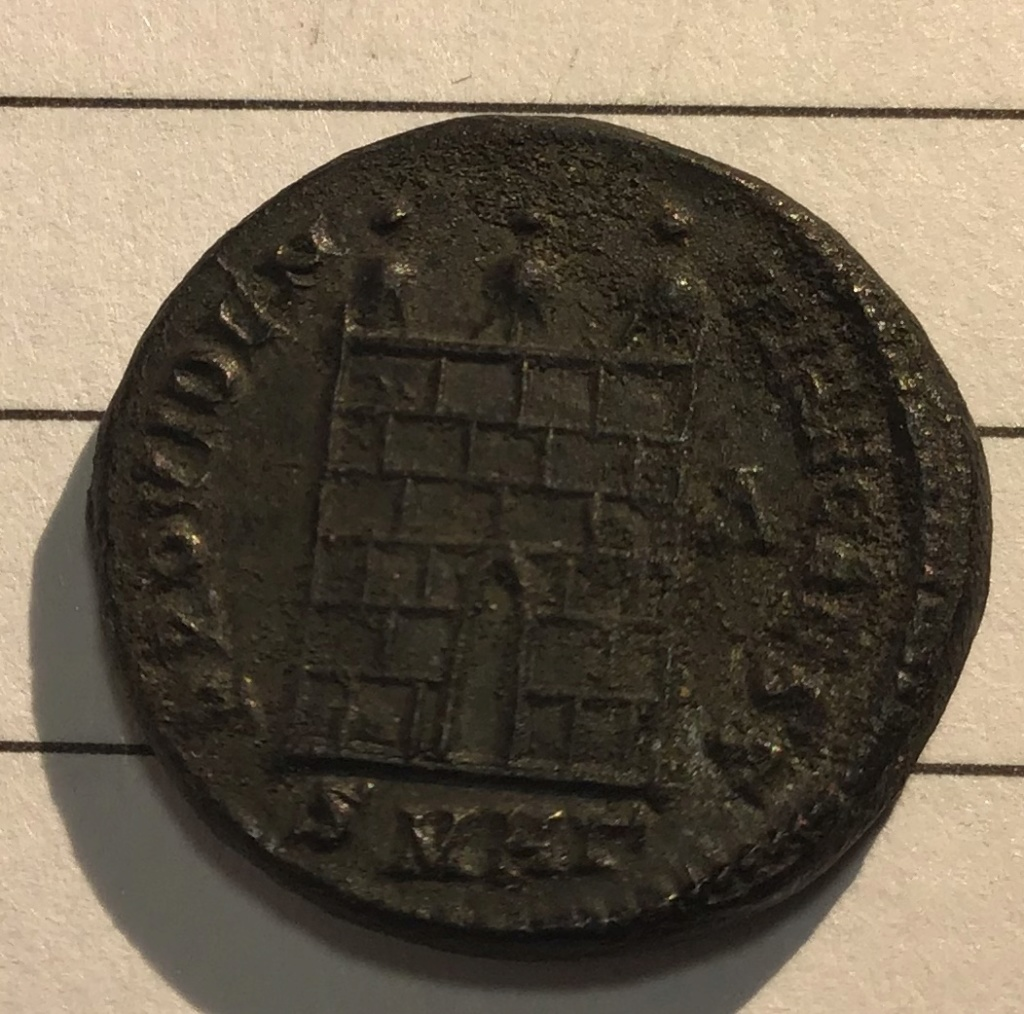 Nummus de Licinio II. PROVIDEN-TIAE CAESS. Puerta de campamento de tres torres. Heraclea. D61f1110