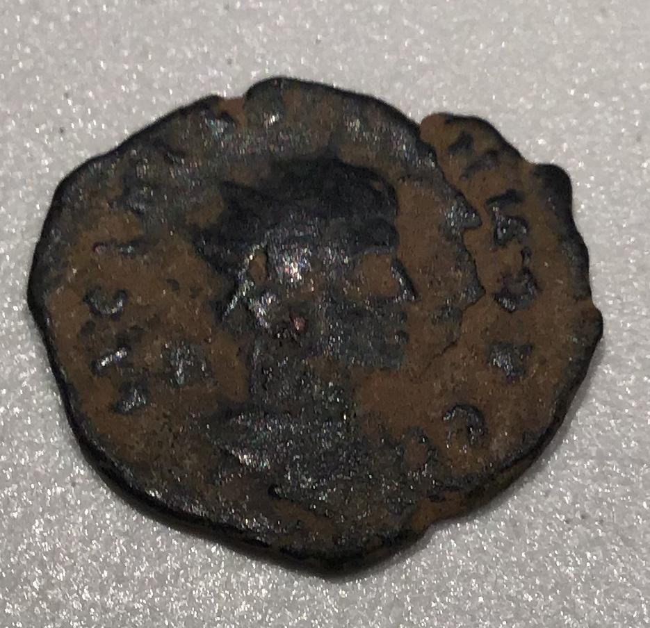 AE3 de Licinio II. VIRTVS EXERCIT. Vexilium con inscripción VOT / XX; a ambos lados, cautivo. D748c510