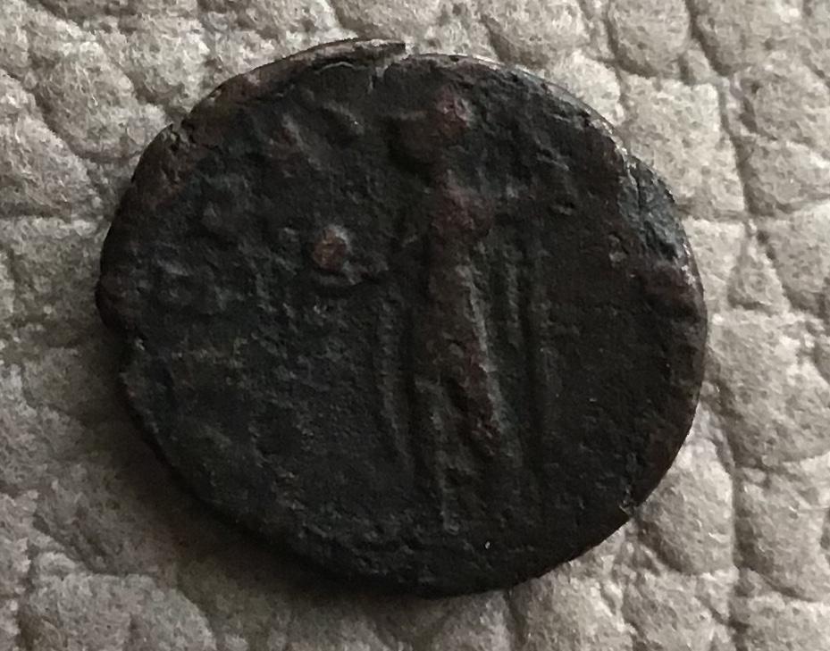 AE4 de Juliano II como augusto. SPES REI - PVBLICE. Emperador estante a dcha. Arles. Dad0c810