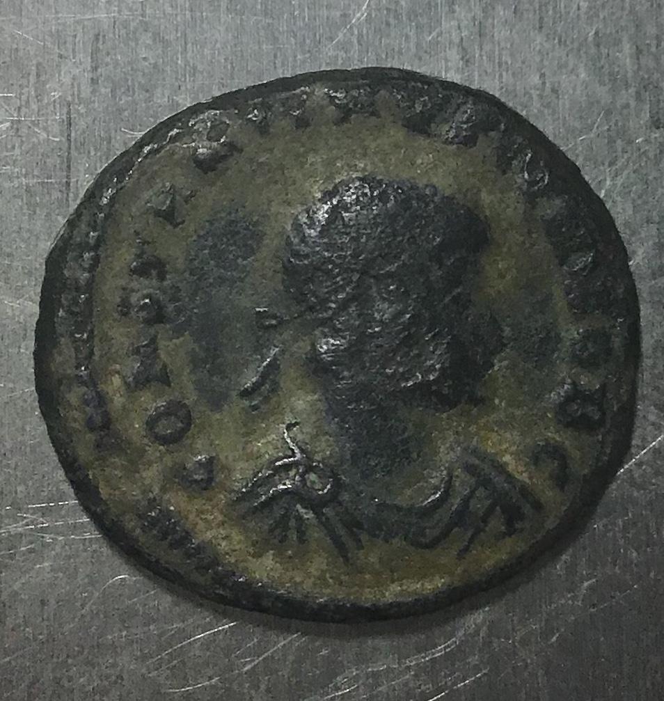 AE3 de Constantino II. GLOR-IA EXERC-ITVS. Dos estandartes entre dos soldados. Cyzicus. Dcdc8910