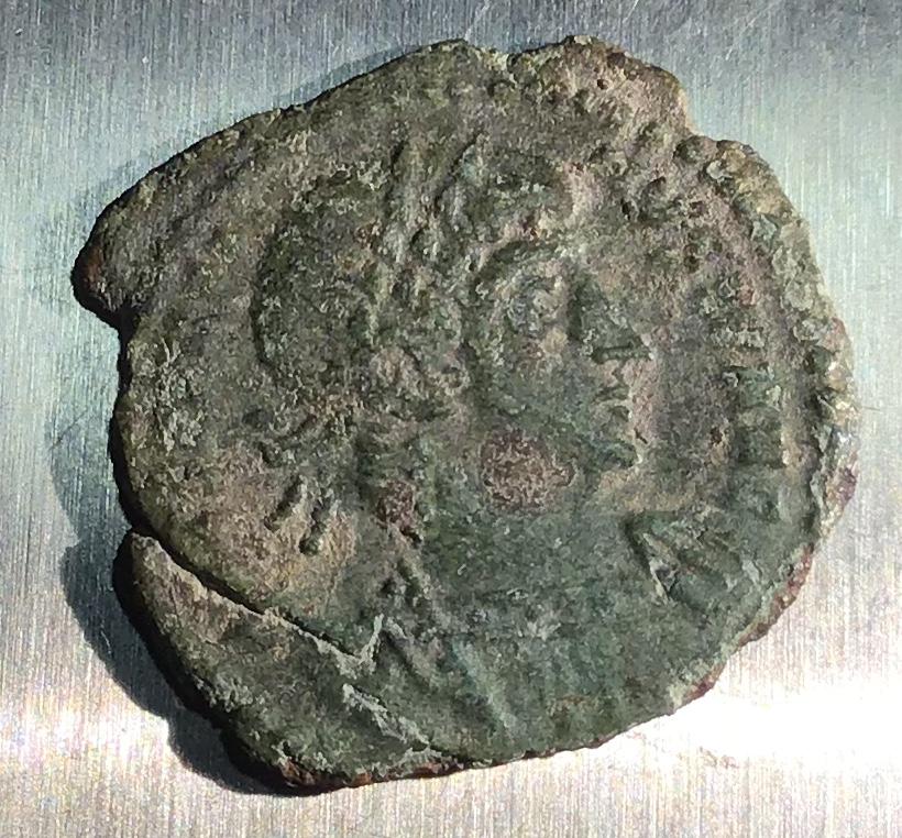 AE4 de Constantino II. GLOR-IA EXERC-ITVS. Un estandarte entre dos soldados. Roma. E6413310