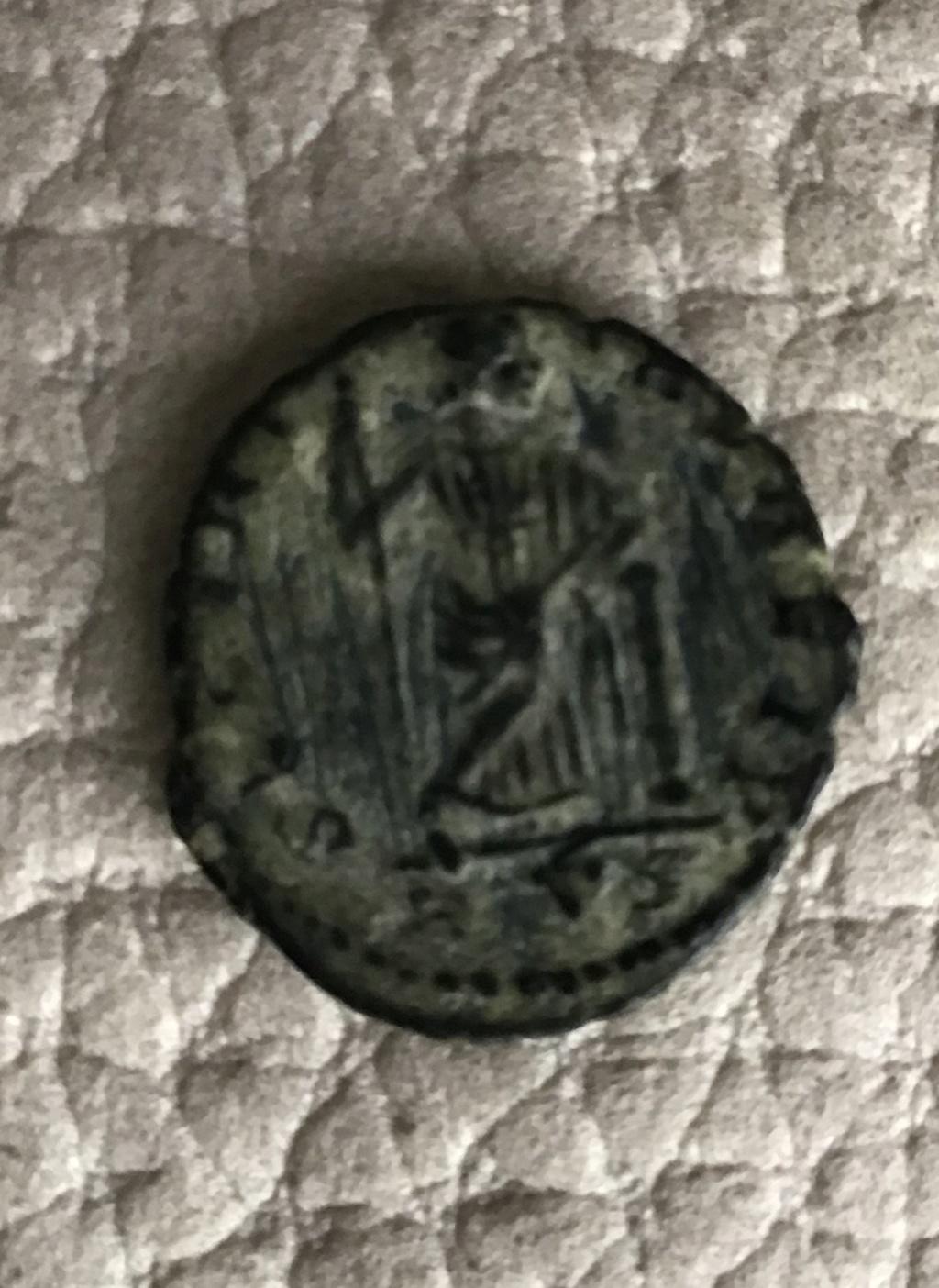 AE4 de Constante I. SECVRI-TAS REI P. Securitas estante apoyada en columna. Roma. E940c710