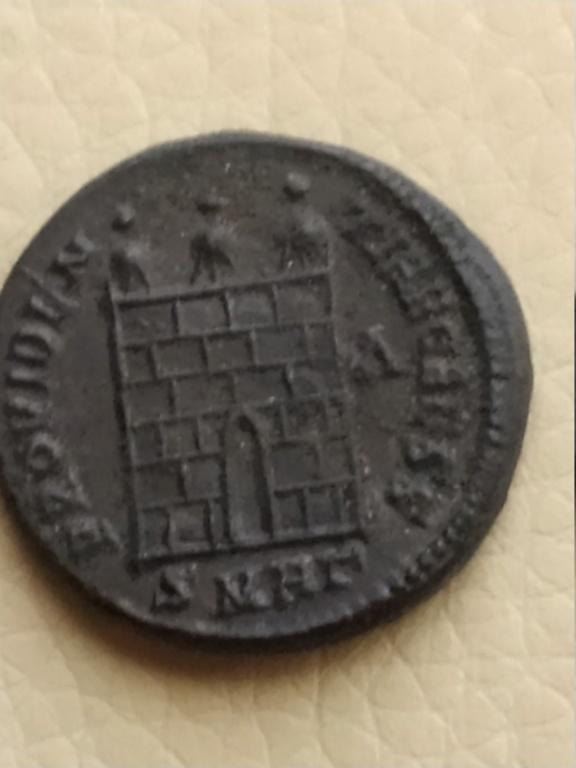 Nummus de Licinio II. PROVIDENTIAE CAESS. Puerta de campamento. Heraclea Img_2055