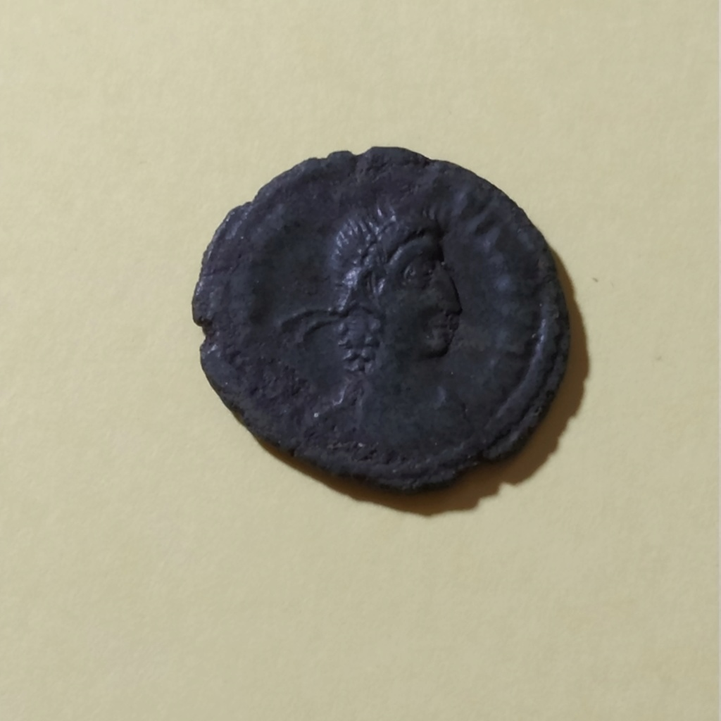 AE4 de Constancio II. SPES REI PVBLICE. Emperador a izq. Siscia Img_2062
